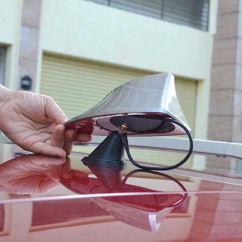 Как выбрать и самостоятельно установить акулий плавник на крышу своего автомобиля