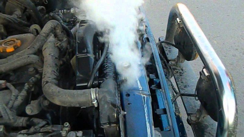 Как охладить перегревшийся двигатель автомобиля