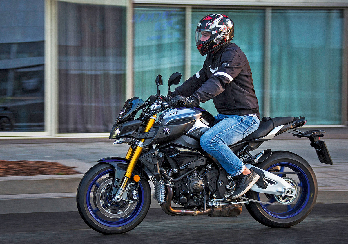 Тест «стритфайтера» Yamaha MT-10 SP. «Голый» король