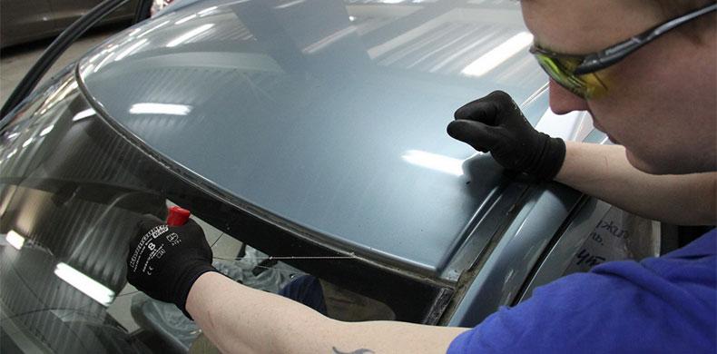 Замена лобового стекла: как правильно использовать машину после ремонта