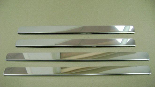 Особенности установки накладок для внутренних порогов в автомобили ВАЗ