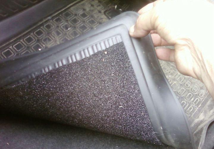 Как удержать коврики в машине на одном месте
