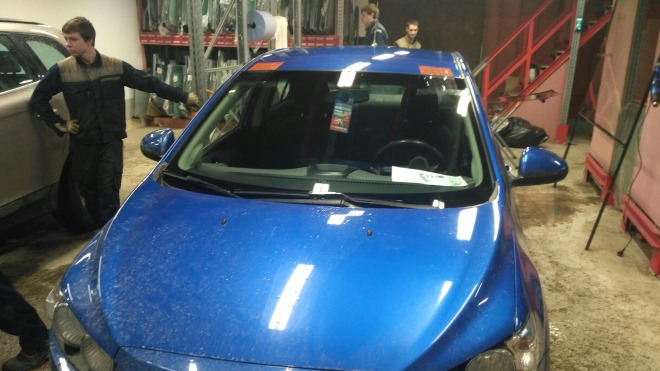 Особенности замены заднего и лобового стекла на Chevrolet Aveo