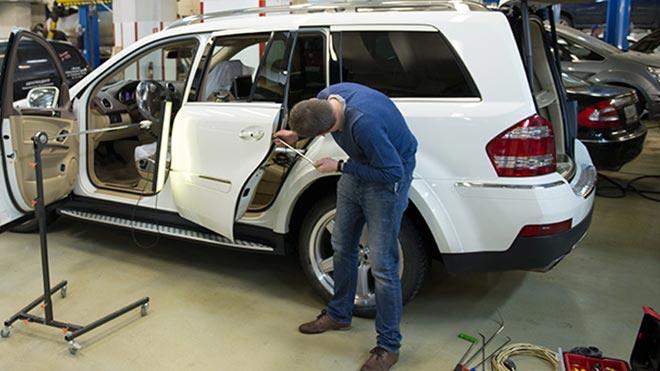 Все методы как выправить вмятину на крыле автомобиля своими руками