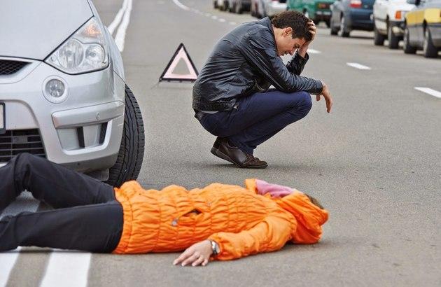 Сбитый пешеход оставил место ДТП. Что делать водителю?