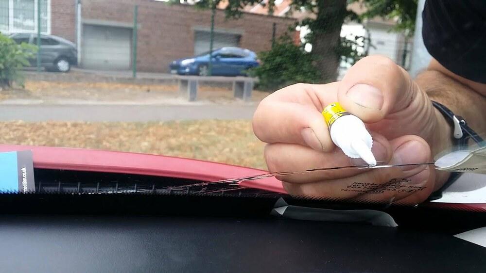 Способы остановки и удаления трещин с лобового стекла