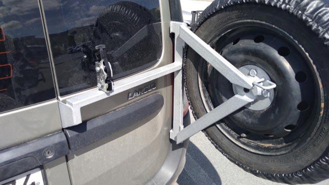 Как сделать запаску на дверь машины Лада Ларгус своими руками