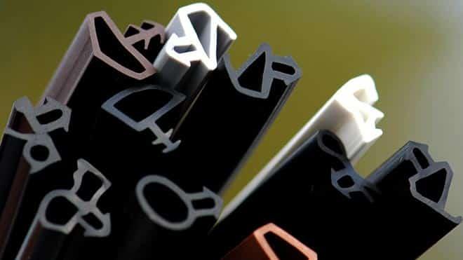 Разновидности и преимущества резиновых уплотнителей для дверей автомобиля