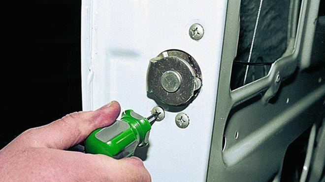 Принцип работы и самостоятельный ремонт замка двери на ВАЗ 2107