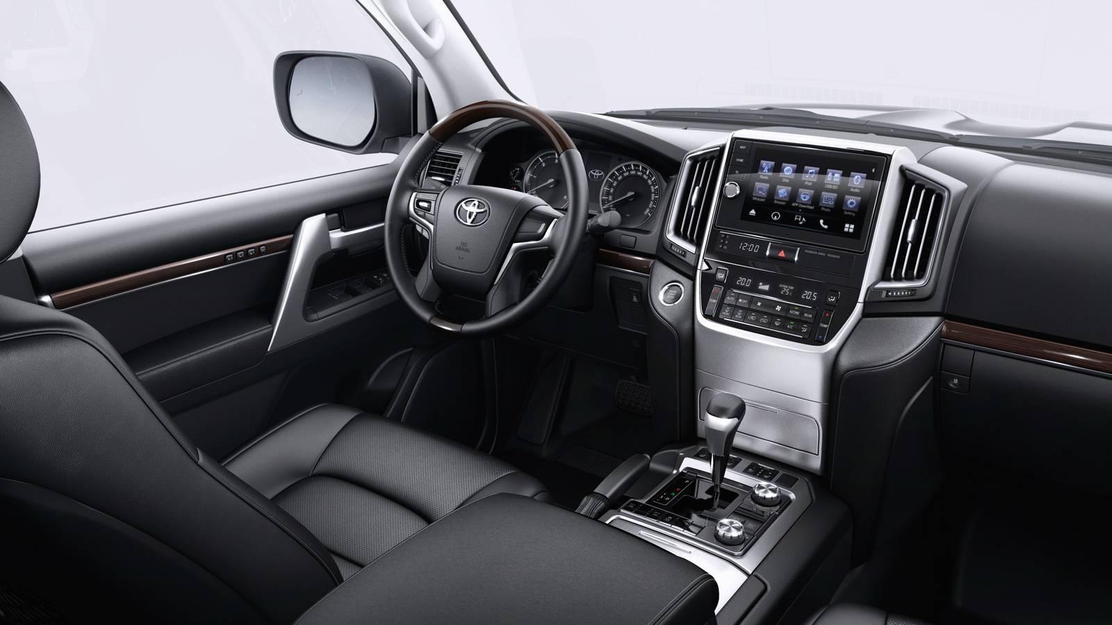 Отличительные особенности Toyota Land Cruiser Prado и Toyota Land Cruiser 200