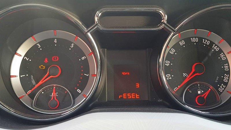Как выполняется сброс межсервисного интервала на автомобилях Opel Mokka