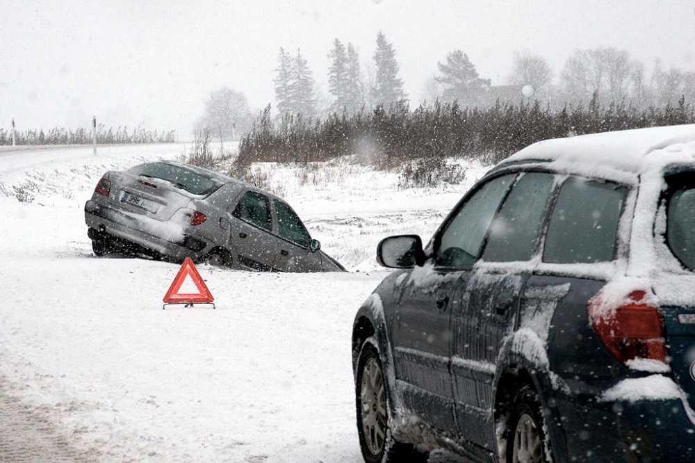 Рекомендации по езде на автомобиле по скользкой дороге