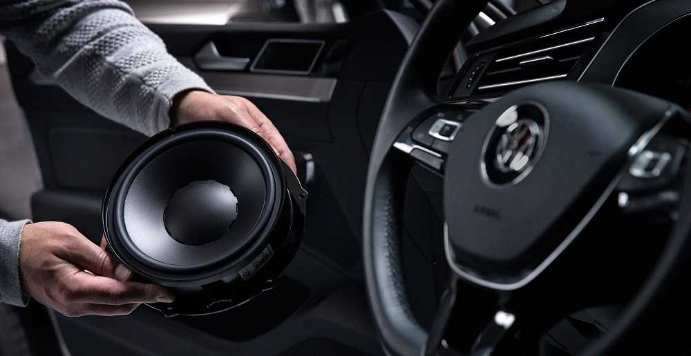 Как самостоятельно смонтировать подсветку динамиков в машине