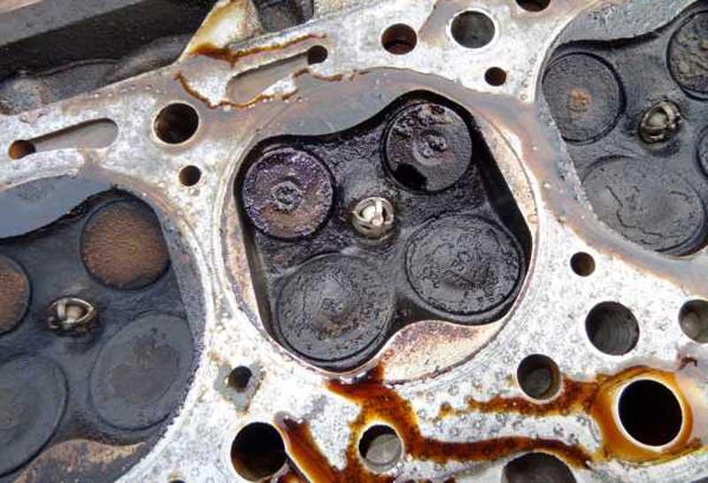 Почему масло гонит через сапун и как это исправить на автомобиле