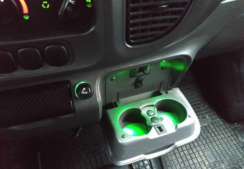 Как своими руками смонтировать подсветку подстаканника в автомобиле