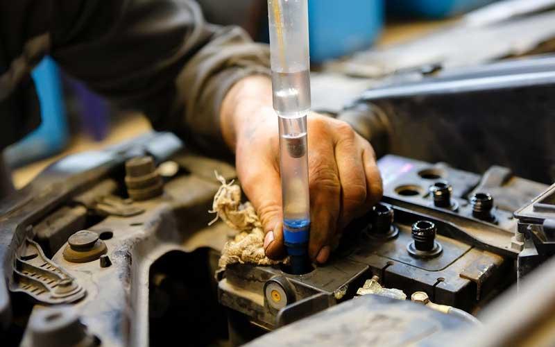 Какая кислота используется в автомобильных аккумуляторах и зачем она нужна