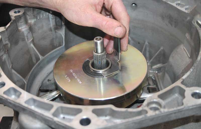 Что делать, если на работающем двигателе не включаются передачи