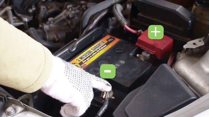 Допускается ли снятие АКБ с автомобиля в тех или иных ситуациях