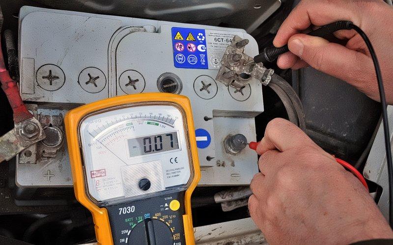 Причины быстрой разрядки аккумулятора автомобиля