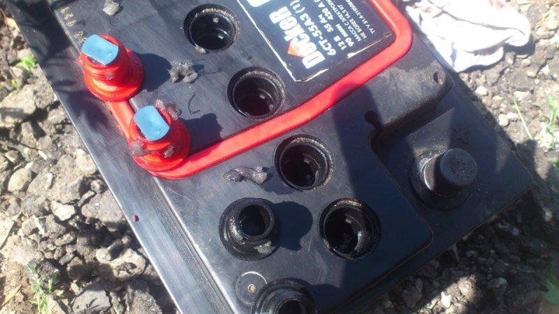 Что делать, когда закипел аккумулятор на машине