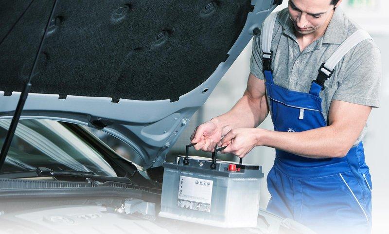 Насколько часто требуется замена аккумулятора в автомобиле и от чего это зависит