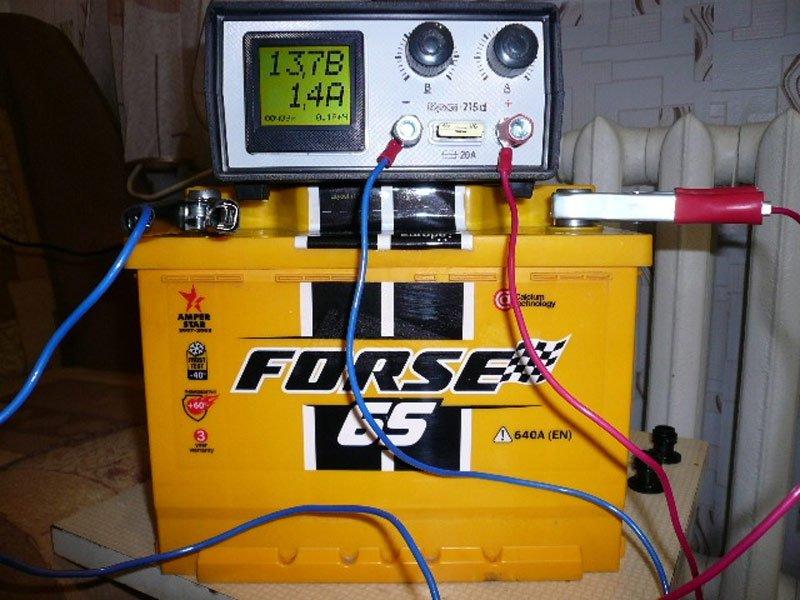 Есть ли необходимость в откручивании пробок в процессе зарядки аккумулятора