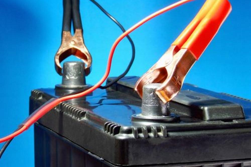 Автомобильный аккумулятор и сила тока — правильно измеряем и заряжаем