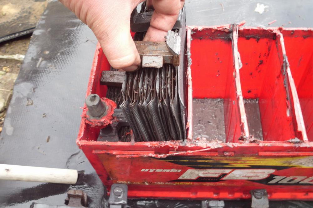 Как самостоятельно восстановить автомобильный аккумулятор в гаражных условиях